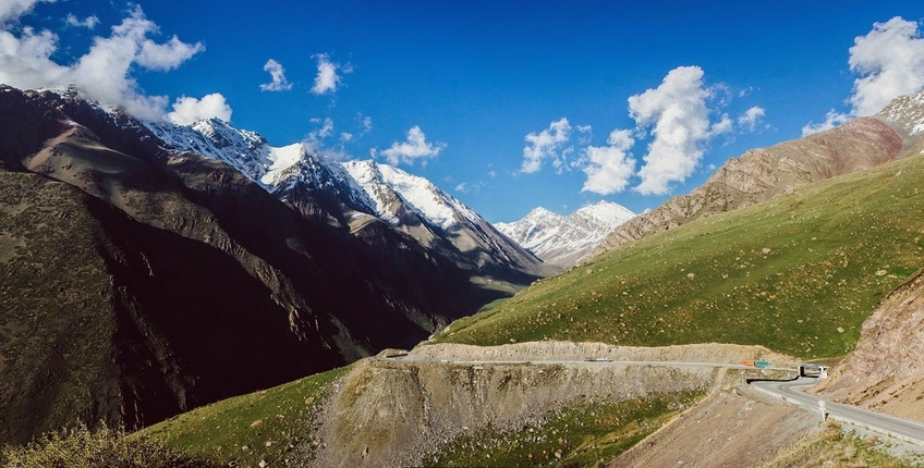 Road on Too-Ashu pass